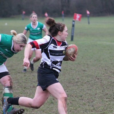 sammy cooper playing rugby for harpenden ladies rfc